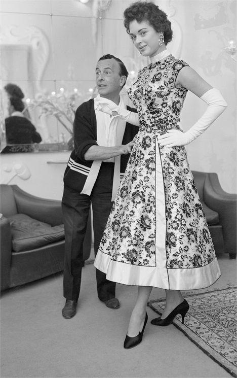 Emilio Schuberth con una modella, 1951, da Pinterest