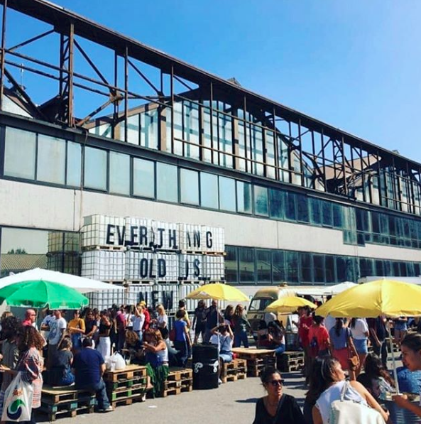 Una panoramica della food area all'aperto in una precedetente edizione di East Market