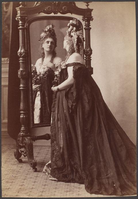 La Contessa di Castiglione davanti allo specchio, 1894 circa