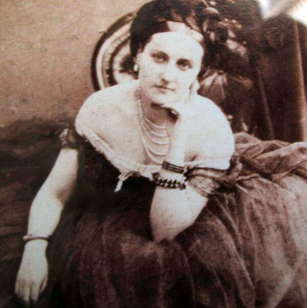 La Contessa di Castiglione con la collana di perle a cinque giri