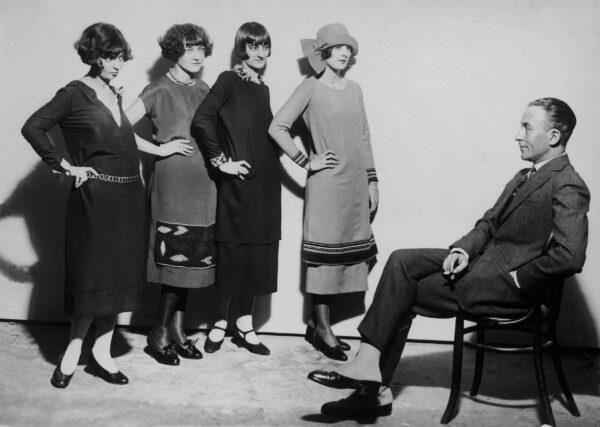 Jean Patou sceglie le modelle per il suo atelier